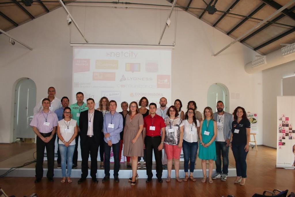 Foto de familia de participantes al Netcity